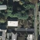 典雅さを目指した広尾の住まい RCビシャン仕上げの外観 シノワズリのインテリア空間の写真 広尾の住まい敷地は緑に囲まれている