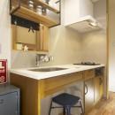 ワンフロアのナチュラルなLDKの写真 キッチン2