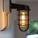 暮らしのシーンを彩る家の写真 インダストリアルな照明