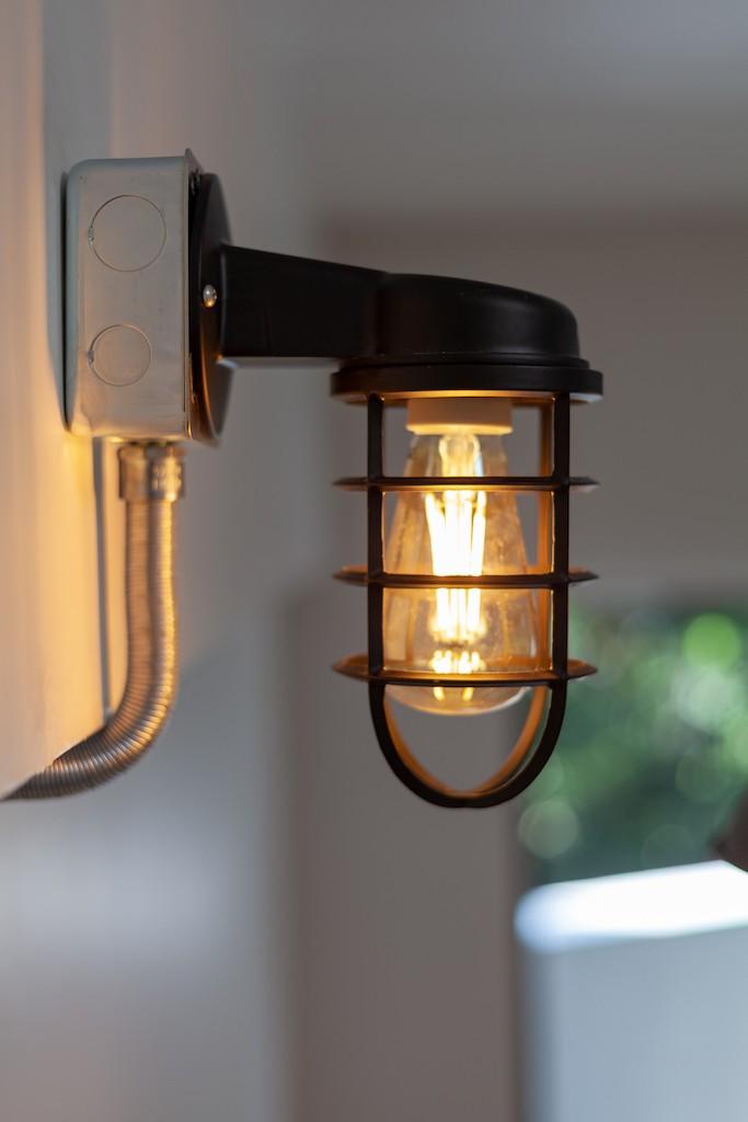 リビングダイニング事例:インダストリアルな照明(暮らしのシーンを彩る家)
