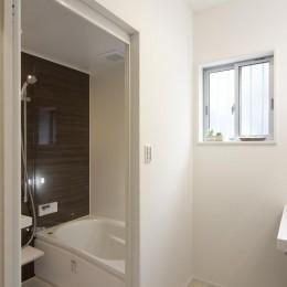 ワンフロアのナチュラルなLDK (浴室・洗面1)