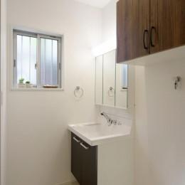ワンフロアのナチュラルなLDK (浴室・洗面2)