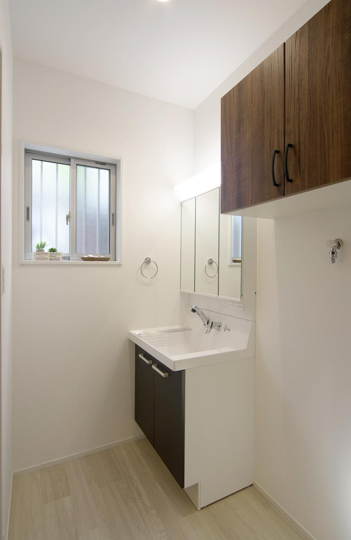 バス/トイレ事例:浴室・洗面2(ワンフロアのナチュラルなLDK)