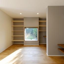 リビング/スタディスペース (森のような風情を楽しみながら過ごす築40年以上の戸建てリファイニング)