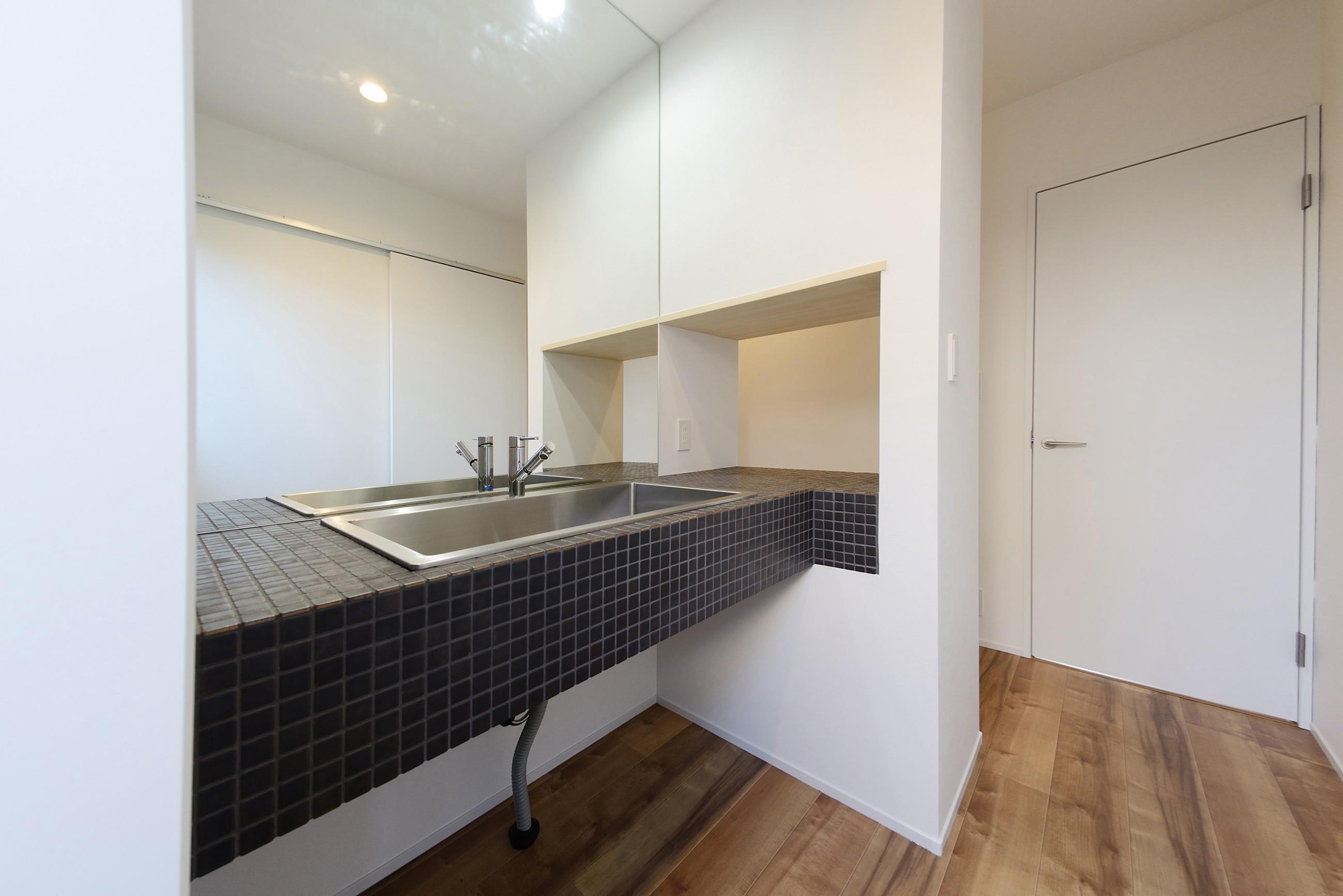 その他事例:洗面室(森のような風情を楽しみながら過ごす築40年以上の戸建てリファイニング)