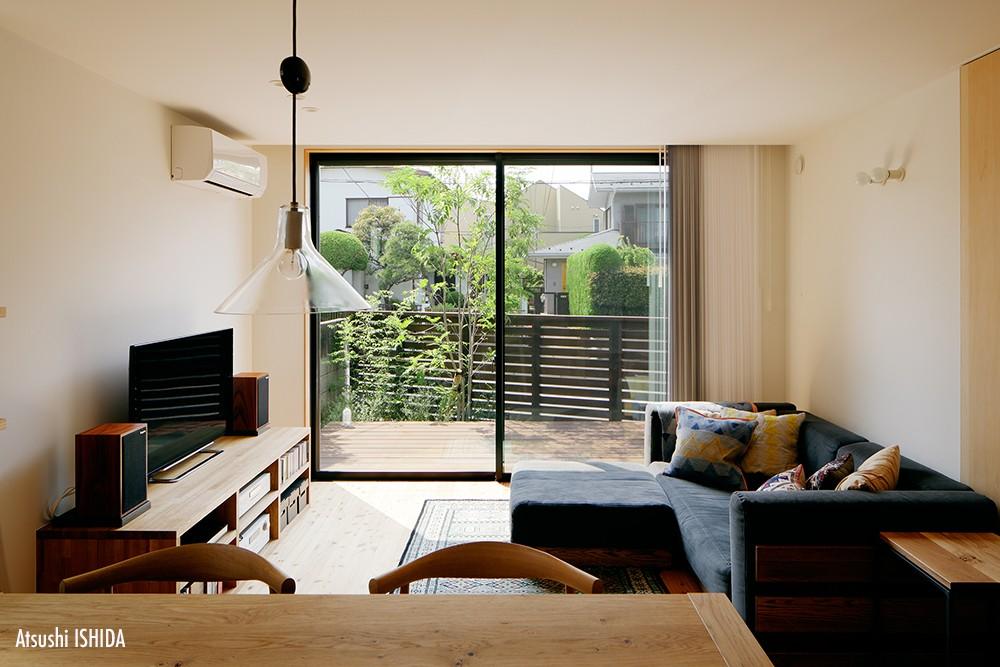 駒沢公園の家〜倉庫のような外観・柔らかい室内〜 (リビング)