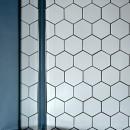 モルタル仕上げのキッチン×キャットステップのあるワンストップリノベーション住まいの写真 キッチンのヘキサゴンタイル