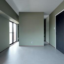 モルタル仕上げのキッチン×キャットステップのあるワンストップリノベーション住まい (ベッドルーム)