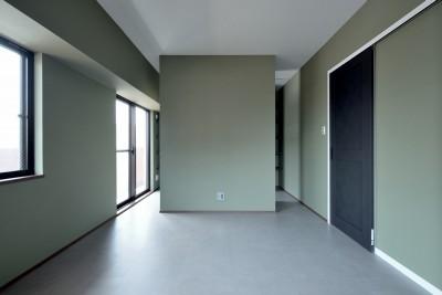 ベッドルーム (モルタル仕上げのキッチン×キャットステップのあるワンストップリノベーション住まい)