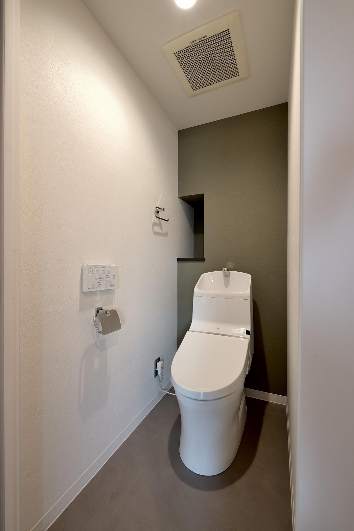バス/トイレ事例:トイレ(モルタル仕上げのキッチン×キャットステップのあるワンストップリノベーション住まい)