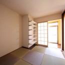 縁側で夏を感じる家の写真 寝室
