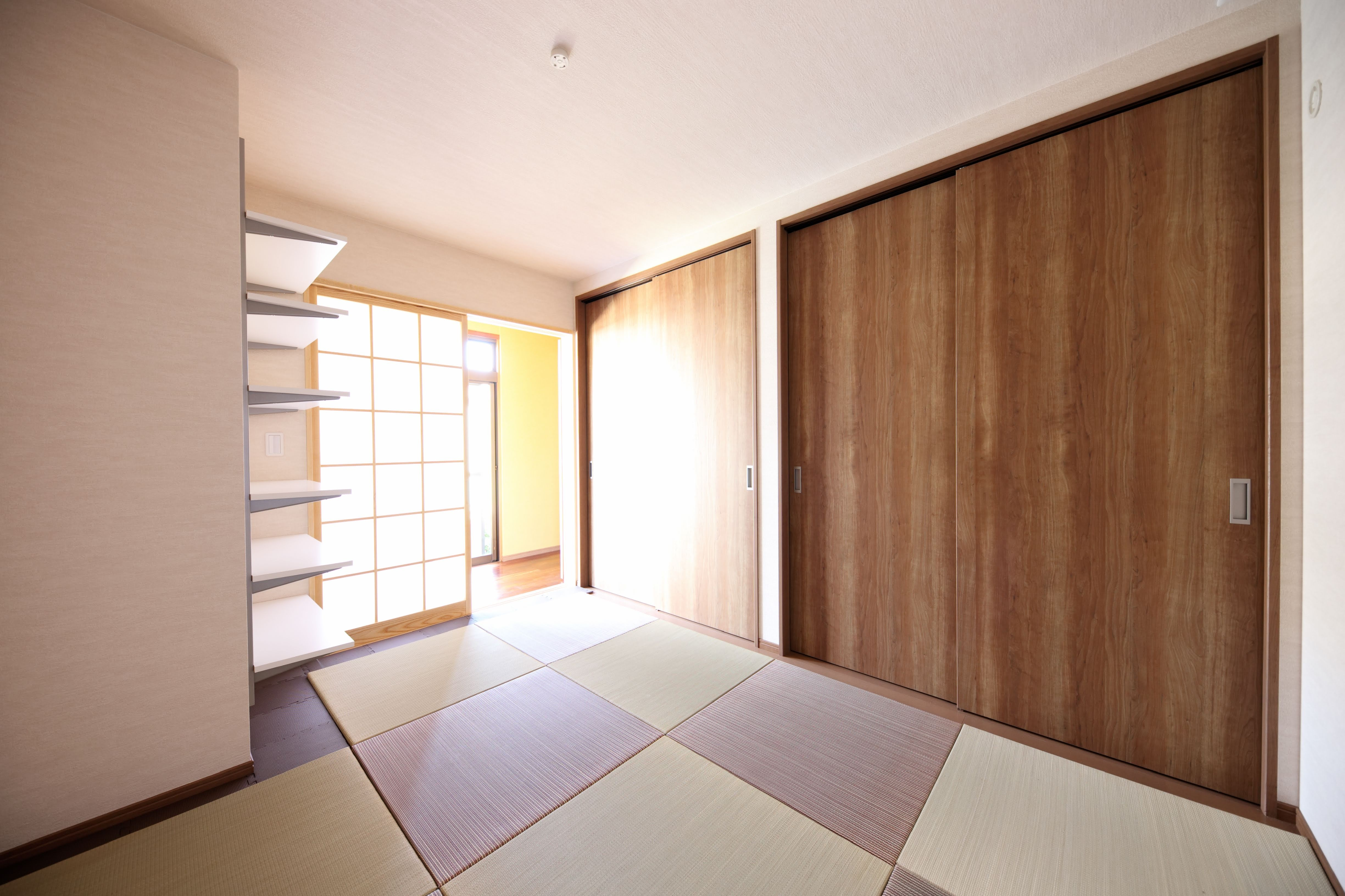 リビングダイニング事例:寝室(縁側で夏を感じる家)