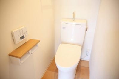 トイレ (縁側で夏を感じる家)