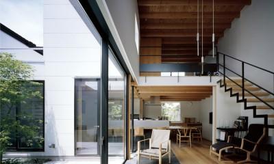 茅ヶ崎の家〜旗竿敷地に建つ三つの庭を持つ家