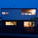駒沢公園の家〜倉庫のような外観・柔らかい室内〜の写真 外観夜景