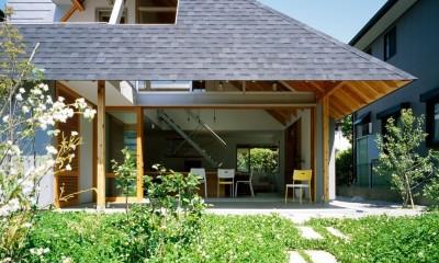 ナガレノイエ ―大きな屋根とテーブルの家