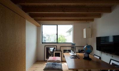 20m先まで見通せるファミリーラボ|茅ヶ崎の家〜旗竿敷地に建つ三つの庭を持つ家