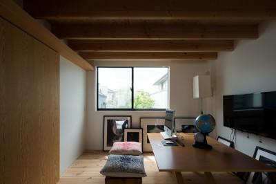 20m先まで見通せるファミリーラボ (茅ヶ崎の家〜旗竿敷地に建つ三つの庭を持つ家)