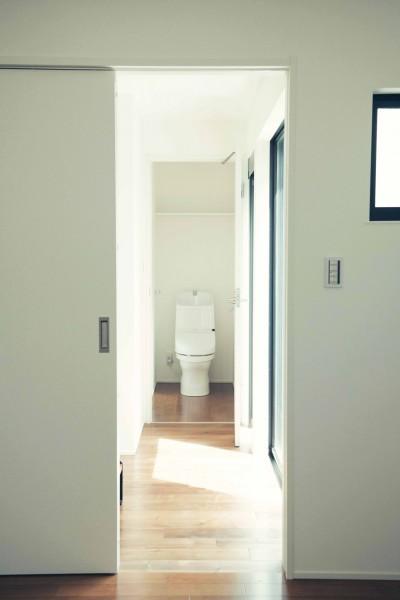 ベッドルームからトイレ (大田区 大岡山 WHITE HOUSE 1)