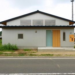 休耕地の家~農地転用後の平屋の住まい~ (休耕地の家|東側外観)