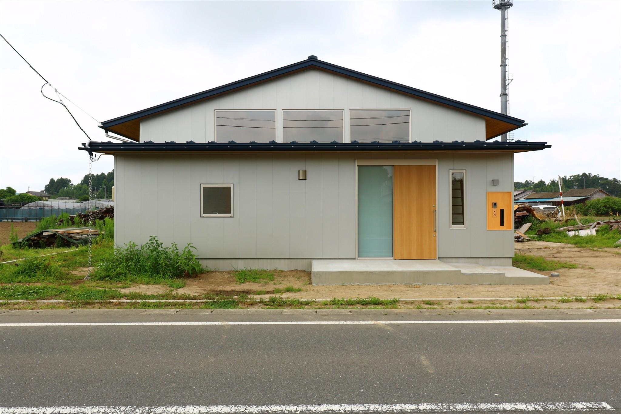 外観事例:休耕地の家 東側外観(休耕地に建つ女性のための住宅)