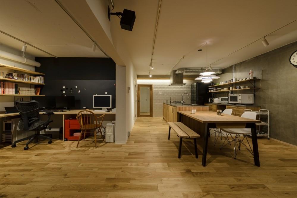KUROMOKUの家 (リビングダイニング)