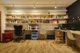 KUROMOKUの家 (ライブラリーゾーン)