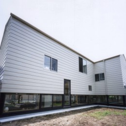 地窓の家〜地窓と3つの庭と2つの書斎がある家〜