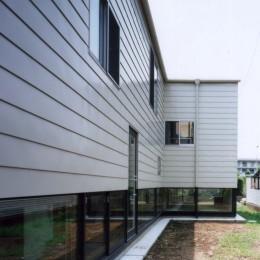 地窓の家〜地窓と3つの庭と2つの書斎がある家〜 (外観)