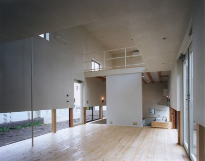地窓の家〜地窓と3つの庭と2つの書斎がある家〜 (リビング)