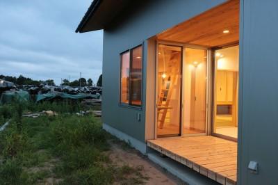 休耕地の家|インナーテラス (休耕地に建つ女性のための住宅)