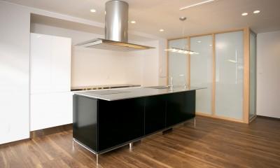 「バリアフリー」と「心地よさ」をかなえた シニア向けリフォーム:コンクリート住宅のリノベーション (ダイニングキッチン~寝室)