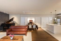 グランドピアノの家 (リビングダイニング)