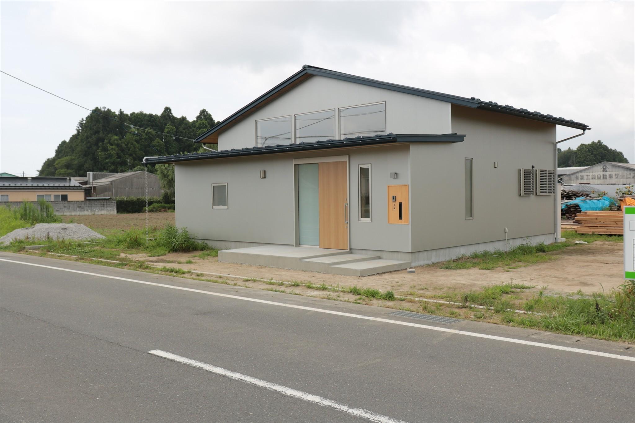 外観事例:休耕地の家|北東側外観(休耕地に建つ女性のための住宅)