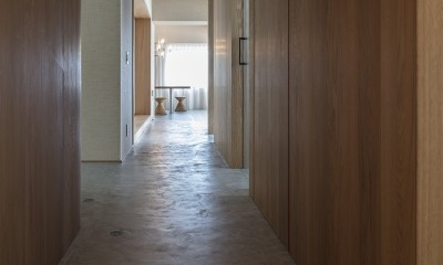 O house (廊下からリビング)