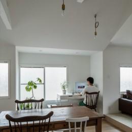 1階リビングから2階リビングへ変更、光と風を取り入れるやわらかなモノトーンの家(吹田の家リノベーション) (スタディーコーナー)