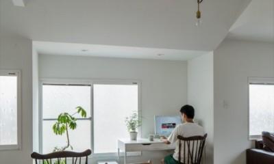 スタディーコーナー|1階リビングから2階リビングへ変更、光と風を取り入れるやわらかなモノトーンの家(吹田の家リノベーション)