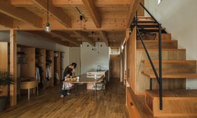 ダイニング|収納家具にプラスαの機能を付けた収納をテーマにした家(野路の家)