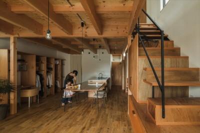 収納家具にプラスαの機能を付けた収納をテーマにした家(野路の家) (ダイニング)