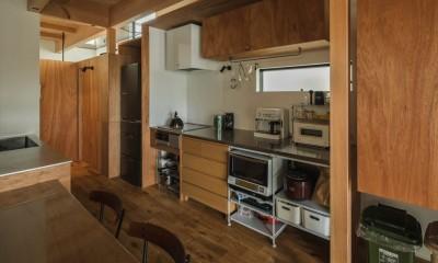 造作キッチン|収納家具にプラスαの機能を付けた収納をテーマにした家(野路の家)