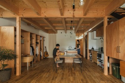 ダイニング (収納家具にプラスαの機能を付けた収納をテーマにした家(野路の家))