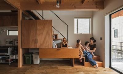 収納と階段|収納家具にプラスαの機能を付けた収納をテーマにした家(野路の家)
