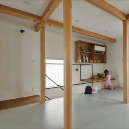 収納家具にプラスαの機能を付けた収納をテーマにした家(野路の家) (キッズルーム)