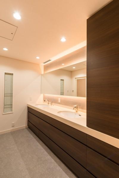 ホテルライクな洗面室 (洗練されたホテルライクな洗面室)
