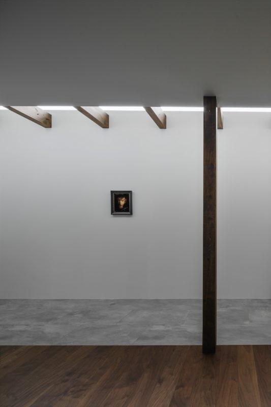 プライバシーを確保しながら光を取り入れる美術館のような家(石部東の家) (間接光を取り入れた廊下)