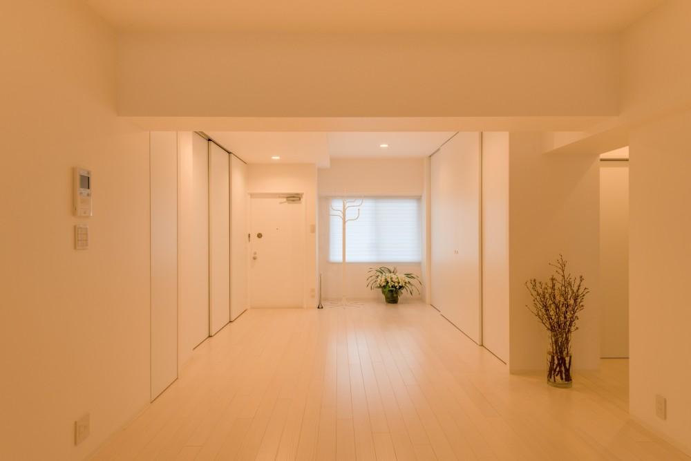 大人シックなホワイト・シンプルデザイン (玄関)