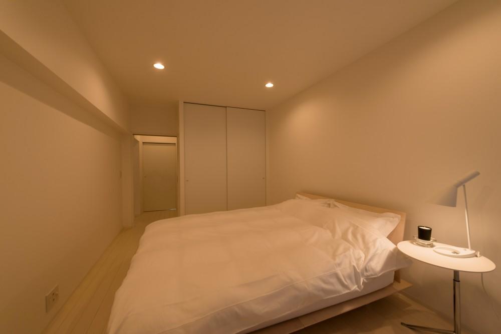 大人シックなホワイト・シンプルデザイン (ベッドルーム)