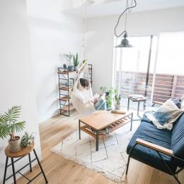 リビング (天井裏のスペースを部屋に取り込む戸建てリノベーション)