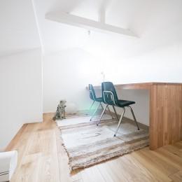 天井裏のスペースを部屋に取り込む戸建てリノベーション (ロフト)