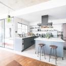 The Clockの住宅事例「ホワイト×グレーの個性派キッチンのローコストリノベーション」